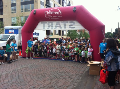 The start of the kiddie race. They are all lined up and ready to go!